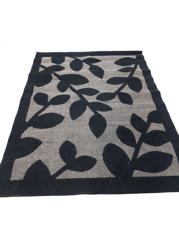 Rug – Black and Beige Leaf Pattern INV686